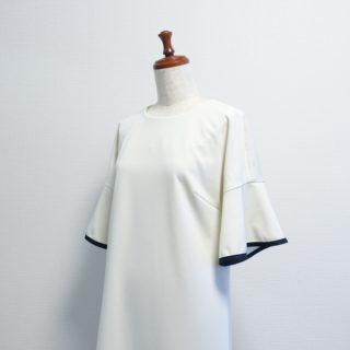 泉繭子さん「着やせする!ワンピース&コーディネートLesson」よりフリル袖ワンピース